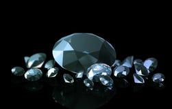 Diamantes en un fondo negro con un illumin hermoso de la pendiente Imagenes de archivo