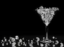 Diamantes en un vidrio de martini Fotos de archivo