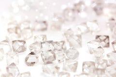 Diamantes transparentes naturales en macro en blanco Fotos de archivo libres de regalías