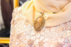 Diamanthalsband voor huwelijkskleding moslim royalty-vrije stock foto