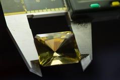 Diamantherstellung in der Fabrik Lizenzfreie Stockfotos