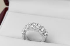 Diamanti in anelli di oro e dell'argento Immagini Stock Libere da Diritti