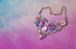 Diamanti rosa fatti a mano e cristallo dei gioielli di lusso Fotografia Stock