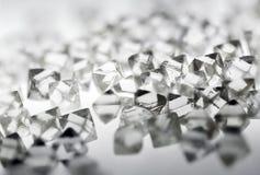 Diamanti trasparenti naturali nella macro su bianco Fotografia Stock Libera da Diritti