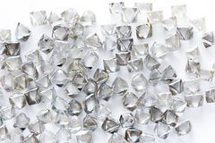 Diamanti trasparenti naturali nella macro su bianco Immagini Stock Libere da Diritti