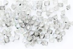 Diamanti trasparenti naturali nella macro su bianco Fotografia Stock
