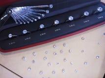 Diamantringen en diamanten royalty-vrije stock afbeeldingen