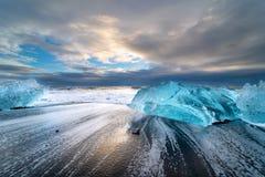 Diamantstrand dichtbij Jökulsà ¡ rlà ³ n in IJsland stock foto's
