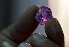 Diamanttillverkning i fabrik Arkivbilder