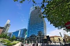 Diamanttoren in Milaan, moderne gebouwen met gordijngevelfaca stock foto