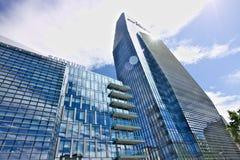 Diamantturm, moderne Gebäude mit Zwischenwandfassaden im Glas lizenzfreie stockfotos