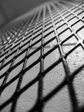 Diament kształtujący ogrodzenie w czarny i biały zdjęcie royalty free