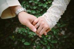 Diamentowa obrączka ślubna zdjęcia royalty free