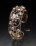 Diamentowy jewellery z złocistymi perłami Obraz Royalty Free