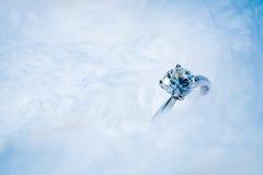 Diamentowy pierścionek, miękki ostrość proces zdjęcie stock
