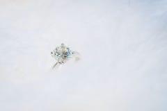 Diamentowy pierścionek, miękki ostrość proces zdjęcia royalty free