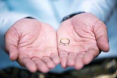 Diamentowy pierścionek, obrączka ślubna, obrączki ślubnej panny młodej cena gradientową wycinek ilustrację do cyfrowej sieci symb Zdjęcia Royalty Free