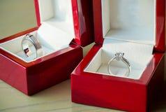 Diamentowy pierścionek, obrączka ślubna, obrączki ślubnej panny młodej cena gradientową wycinek ilustrację do cyfrowej sieci symb Fotografia Stock