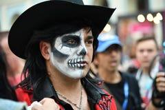 Diameter de los Muertos karneval Man för sockerskallemakeup Dag av Arkivfoton