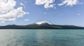 Diamond湖和Mt 敞篷mt俄勒冈 库存图片