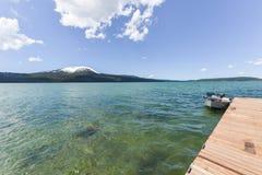 Diamond湖和Mt 敞篷mt俄勒冈 库存照片