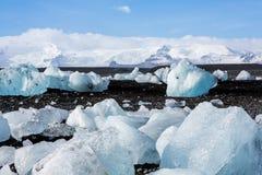 Diamond Beach Iceland Is på den svarta stranden nära den Jokulsarlon glaciärlagun Glaciärisberg i Island Isländsk natur arkivbilder