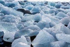 Diamond Beach Iceland Is på den svarta stranden nära den Jokulsarlon glaciärlagun Glaciärisberg i Island Isländsk natur royaltyfri fotografi