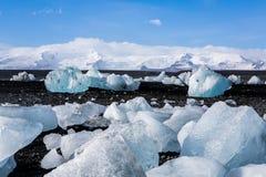 Diamond Beach Iceland Is på den svarta stranden nära den Jokulsarlon glaciärlagun Glaciärisberg i Island Isländsk natur arkivfoton