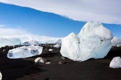 Diamond Beach Iceland Is på den svarta stranden nära den Jokulsarlon glaciärlagun Glaciärisberg i Island Isländsk natur fotografering för bildbyråer