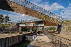 Diamond Bridge und Tischler schließen auf die Fluss-Weide in der Königin Elizabeth Olympic Park zu, lizenzfreie stockfotografie