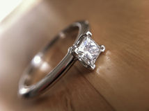 Diamond engagement ring. Royalty Free Stock Photos