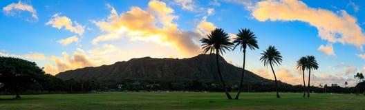 Diamond Head ad alba, Oahu, Hawai fotografia stock libera da diritti