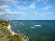 Diamond Head Beach, schwarzer Punkt und Koko Head Crater Stockfotos