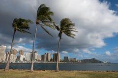 Diamond Head- und Honolulu-Skyline von der magischen Insel stockfotos