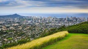 Diamond Head y la ciudad de Honolulu Fotos de archivo libres de regalías