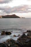 Diamond Head y Waikiki en la oscuridad Imágenes de archivo libres de regalías