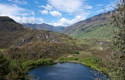 Diamond Lake en heuvels dichtbij Wanaka in Nieuw Zeeland royalty-vrije stock afbeelding