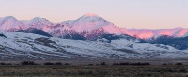 Diamond Peak en la salida del sol Foto de archivo libre de regalías