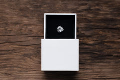 Diamond Ring en caja imagenes de archivo