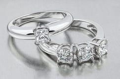 Diamond Ring Goldene Hochzeits-Ringe Braut Rin lizenzfreies stockfoto