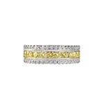 Diamond Wedding Band Ring amarelo fotos de stock royalty free