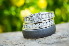 Diamond Wedding Ring Set in Nature Royalty Free Stock Photography