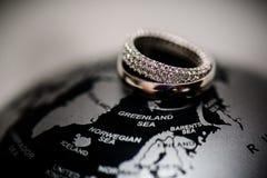 Diamond Wedding Rings Verhältnis, Verpflichtung, Liebe lizenzfreies stockfoto