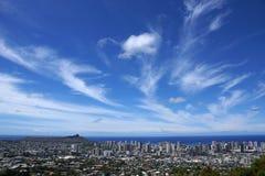 Diamondhead e la città di Honolulu su Oahu un giorno piacevole Immagini Stock Libere da Diritti