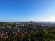 Diamondhead et la ville de Honolulu, de Kaimuki, de Kahala, et d'océan Photographie stock libre de droits