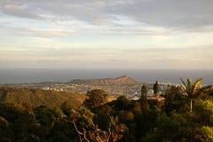 Diamondhead y la ciudad de Honolulu, de Kaimuki, de Kahala, y del océano Imagenes de archivo