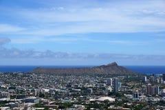 Diamondhead y la ciudad de Honolulu en Oahu en un día agradable fotografía de archivo