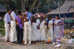 Dian Pilgrims sur la plage de Papanasam C'est un lieu saint Photos stock