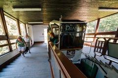 Diana-de kabelbaan in Karlovy varieert, Tsjechisch royalty-vrije stock foto