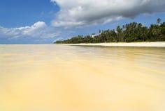 Diani plaża z przypływu przybyciem wewnątrz Fotografia Royalty Free